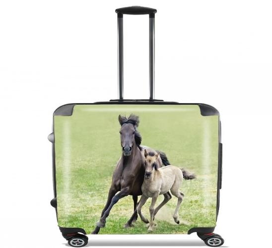 """Dülmener Wildpferde, Stute mit Fohlen für Rollentasche Handgepäck Koffer Trolley 17"""" laptop"""